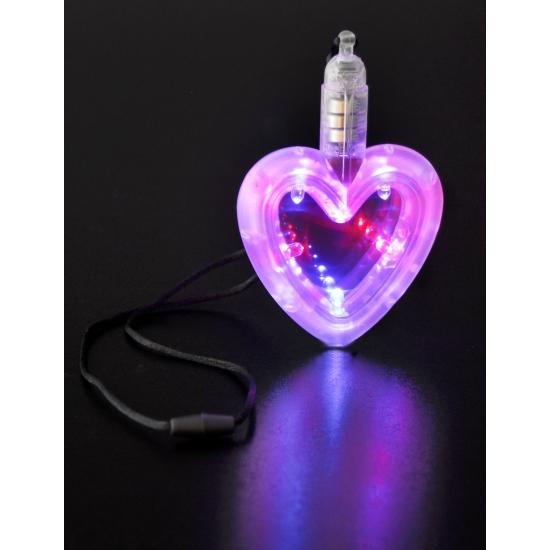 Led hartje aan ketting. een leuk hartje met verschillende led lichtjes aan een ketting. inclusief batterijen....