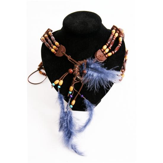 Halsketting met blauwe veren. halsketting met blauwe veren ideaal om uw outfit compleet te maken.