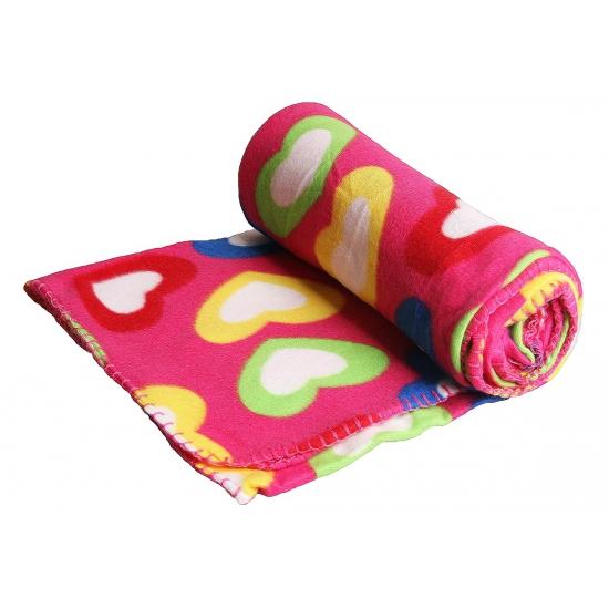 Roze deken met gekleurde hartjes