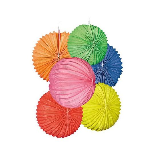 Verschillende gekleurde lampionnen