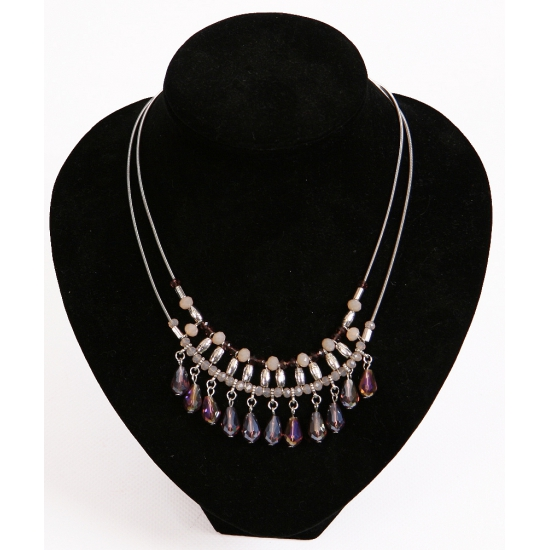 Ketting met licht roze en paarse kralen. zilverkleurige ketting met licht roze en paarse kralen. nikkelvrij....