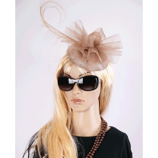 Christina hoeden champagnekleur