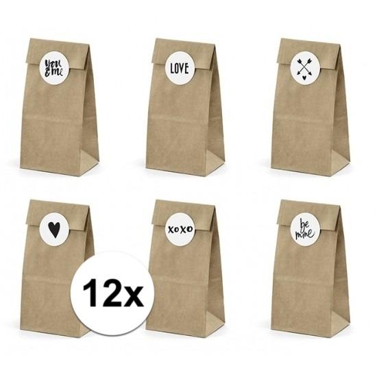 Bruiloft papieren zakjes met stickers. pakketje van 12 papieren zakjes inclusief 12 stickers. leuk om de ...