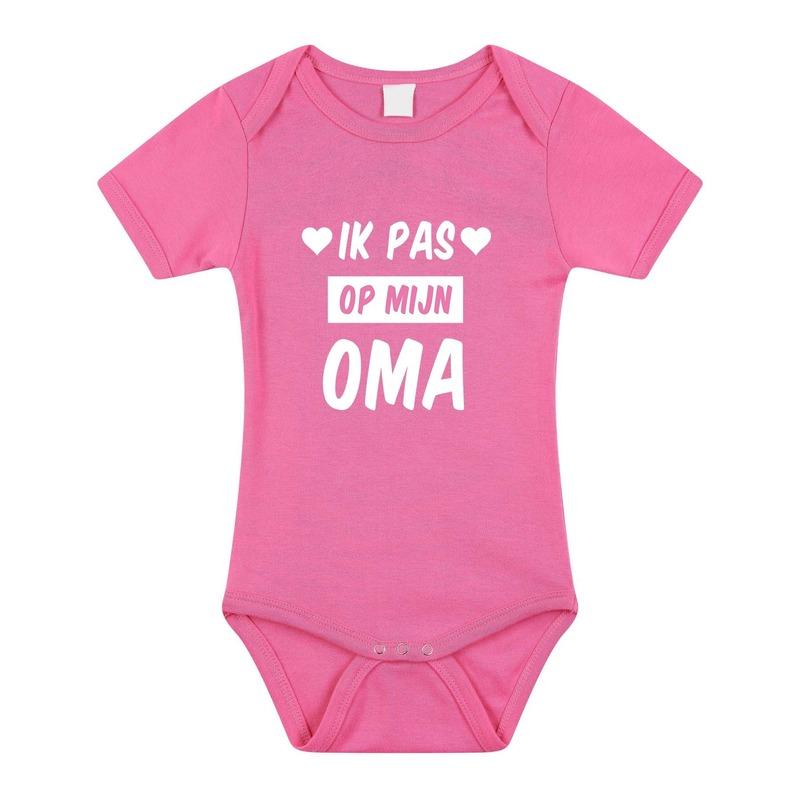 Ik pas op mijn oma cadeau baby rompertje roze voor meisjes