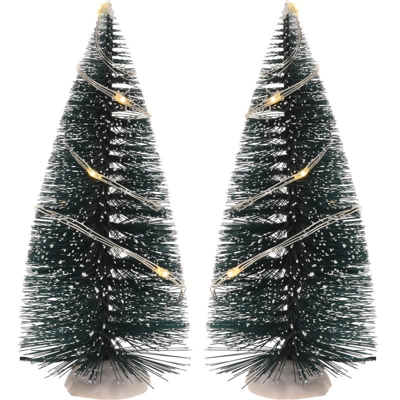 Kerst landschap kerstdorp bomen 2 stuks 15 cm met licht op batterijen